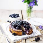 Good MorningMake Sunday's Cheesecake Dreams come true.✨ Guess Dessert's save with this Blueberry Cheesecake topped with a Berry Sauce and more fresh Berries. Super easy to make, packed with Protein, low in Fat and so d e l i c i o u s!