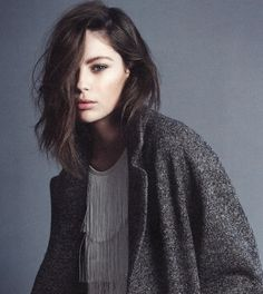 Chic Style - oversized coat with mid-length tousled bob                                                                                                                                                     More