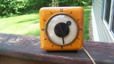 RARE OB McCLINTOCK CO MOD 15D700 CATILIN ALARM CLOCK BAKELITE BUTTERSCOTCH