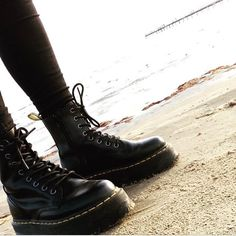 Docs of the day, shared by @jenniesparr #drmartens Jadon Boots in black. #drmartenstyle