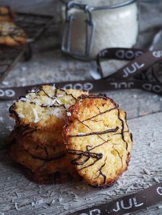 No Bake Desserts, Dessert Recipes, Norwegian Food, Norwegian Recipes, Coconut Cookies, Beautiful Desserts, Christmas Baking, Christmas Cakes, Cookie Exchange