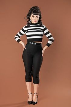 Deadly Dames Jailbird Cropped Sweater Top in Black and White Stripe - Pinup Girl Clothing Looks Rockabilly, Mode Rockabilly, Rockabilly Outfits, Rockabilly Fashion, Cropped Pullover, Cropped Sweater, Cropped Top, Vintage Outfits, Vintage Fashion
