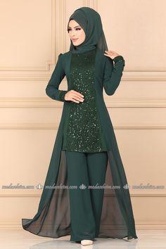 Modest Fashion Hijab, Modern Hijab Fashion, Women's Fashion Dresses, Hijab Evening Dress, Long Gown Dress, The Dress, Pakistani Dress Design, Pakistani Dresses, Long Dress Design
