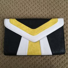 Colorblock clutch Gianni Bini clutch, never used! Has long chain strap that can be tucked inside as well. Gianni Bini Bags Clutches & Wristlets
