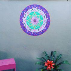Mandala pintada direto na parede com 70cm by Cida Sales Arte Designer.