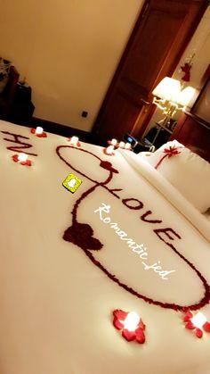 Romantic Room Decoration, Wedding Room Decorations, Decoration Evenementielle, Romantic Bedroom Decor, Anniversary Decorations, Valentines Day Decorations, Wedding Bedroom, Birthday Surprise Boyfriend, Valentines Gifts For Boyfriend