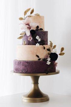 shade of purple wedding cakes/ elegant purple wedding cakes/ stylish wedding cakes