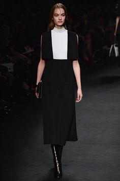 29c8554b06060 Valentino Fall 2015 Ready-to-Wear Fashion Show - Maartje Verhoef (Women)