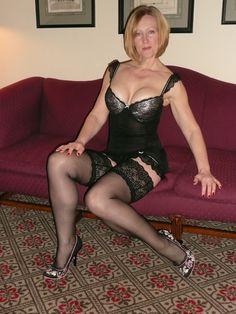 Amateur mature in stockings