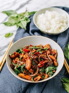 Thai Chicken Stir-fry with Basil & Mint is the answer to your weeknight dinners. This homemade Thai Chicken stir-fry is better than your local Thai takeout. Thai Recipes, Asian Recipes, Chicken Recipes, Healthy Recipes, Asian Foods, Healthy Breakfasts, Healthy Snacks, Thai Chicken Stir Fry, Frango Chicken