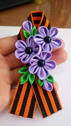 Одноклассники Kanzashi Flowers, Fabric Flowers, Hair Bows, Headbands, Ribbon, Brooch, Ornaments, Holiday, Crafts