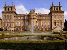 35 - Palácio de Blenheim - situado em Woodstock, Oxfordshire, Inglaterra Construído entre 1705 e 1722 Foi moradia da família Churchill Arquitetura: Barroco inglês Projetado por John Vanbrugh e terminado por Nicholas Hawksmoor