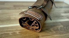 DESCRIERE PRODUS  -lucrat 100% manual  -piele naturala de vita ( 1,5 mm )  -curele reglabile Leather Accessories