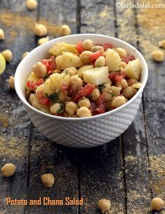 Potato and Chana Salad, Potato Chick Pea Salad, Aloo Chana Chaat Channa Recipe, Masala Recipe, Pea Salad, Soup And Salad, Baby Food Recipes, Recipes Dinner, Snack Recipes, Snacks, Aloo Recipes