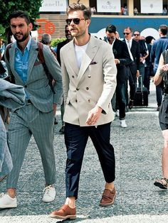 The Best Street Style Inspiration & More Details That Make the Difference Gentleman Mode, Gentleman Style, Stylish Men, Men Casual, Sartorialist, Lakme Fashion Week, Street Style, Mens Fashion Suits, Look Chic
