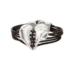 My Friend Tiffany Got ME This Sexy Jewelry!! Thanks Girly SO Much!!!!! Aqui hay Temazo Brown Leather Bracelet With Silver Heart & Clasp!!! Sooo Beautiful...
