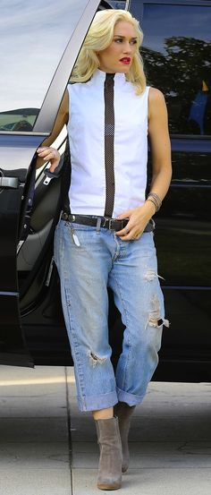 Nice to see baggy looking good; instead of the skin tight jeans so many females wear.  Gwen Stefani, boyfriend jeans