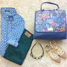 Look para una tarde soleada; zapatos planos estilo Valentino y un bolso tipo Celine 100% piel que se puede convertir en trapecio. Podéis encontrar los productos en nuestra pñagina web www.ties-heels.com #tiesheels #look #instamoda #instafashion #instagood #bag #leather #moda #fashion #shop #shoponline #flowers #celine #valentino #bloggers #blue