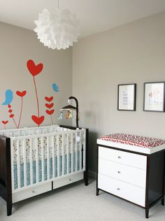 #Red hearts and #aqua birds are so cute together in this neutral #nursery.