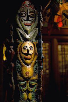 Singing Tiki Totems, The Enchanted Tiki Room - Disneyland Tiki Art, Tiki Tiki, Disney Enchanted, Tiki Totem, Tiki Decor, Tiki Lounge, Surf, Vintage Tiki, Disney Parks
