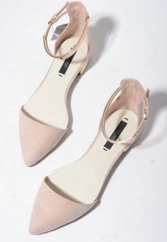Spring Summer New pointed toes womans fashion sandals Nude Pink Black gold metallic chips flats low heels sexy chic stylish Who loves flats? I do and I'm sure you do too, so get those nude pointy flats! Nude Shoes, Shoes Heels, Nude Sandals, Bow Sandals, Women's Shoes, Shoes Sneakers, Bridesmaid Shoes Flat, Flat Wedding Shoes, Flat Prom Shoes