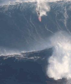 wslofficial:  Billy Kemper'sJawsbottom turn.Video   Aldo TassaraMoreXXL Big Wave Awards