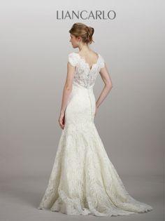 Liancarlo Style 5851 Wedding Gown  Keywords: #lincarloweddinggowns #liancarloweddingdresses #jevelweddingplanning Follow Us: www.jevelweddingplanning.com  www.facebook.com/jevelweddingplanning/