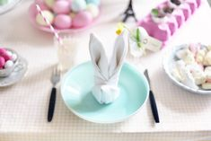 Nice idea for the #Easter table, the #bunny-napkin :) For more information about Easter in #Sicily have a look at bebtrapanilveliero.it