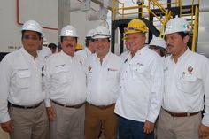 El Gobernador de Veracruz, Javier Duarte de Ochoa, inauguró el Tanque TV-5001 en las instalaciones de la Terminal Marítima Pajaritos, en compañía del director de Pemex, el dirigente nacional del Sindicato Petrolero y el alcalde de Coatzacoalcos.