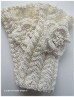 free pattern not a knifty knitter pattern, but could make the scarf and then add. Crochet Boot Cuffs, Crochet Mittens, Fingerless Mittens, Crochet Gloves, Knit Or Crochet, Crochet Crafts, Crochet Stitches, Knitted Hats, Crochet Pattern
