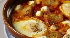 Baked Eggs with Tomato and Feta. This Greek-style baked egg dish uses farm-fresh eggs — it makes a huge difference. Greek Recipes, Egg Recipes, Chives Recipes, Healthy Recipes, Country Bread, Egg Dish, Baked Eggs, Breakfast Recipes, Brunch Recipes