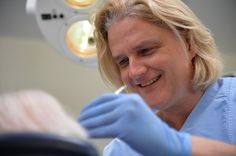 Durchführung einer Parodontosebehandlung - hier mit zahnarzt Berlin Dr.Seidel