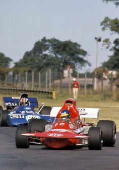 Ronnie Peterson in the March 721, followed by François Cevert in the Tyrrell 002, during the Argentine Grand Prix in 1972.