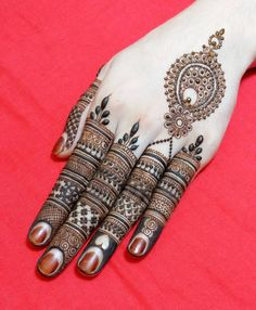 Explore latest Mehndi Designs images in 2019 on Happy Shappy. Mehendi design is also known as the heena design or henna patterns worldwide. We are here with the best mehndi designs images from worldwide. Henna Hand Designs, Eid Mehndi Designs, Mehndi Designs Finger, Mehndi Designs For Beginners, Mehndi Designs For Fingers, Beautiful Henna Designs, Mehndi Patterns, Beautiful Mehndi, Latest Mehndi Designs