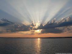 Die Sonne scheint durch die Wolken - am Chiemsee