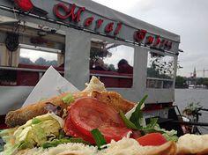 Die leckerste Spezialität bei Merals Dönerboot ist der Fisch-Döner. Beste! | 24 Geheimnisse, die Dir Menschen aus Frankfurt am Main nicht verraten