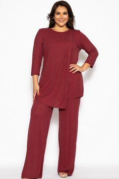 Comfy pleated 2 piece set made of a ribbed rayon fabric, featuring sleeves, a layered detail front and breezy pants. Polyester Spandex Burgundy Pleated 2 Piece Set Made In U. Curvy Fashion, Plus Size Fashion, Parisian Fashion, Bohemian Fashion, Fashion Fashion, Retro Fashion, Fashion Women, Burgundy Pants, Cropped Blazer