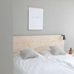Ein Haus mit skandinavischer Natürlichkeit. Zuhause bei Community-Mitglied Wohngoldstück – wir lieben das natürliche Schlafzimmer mit Holz in Grautönen!