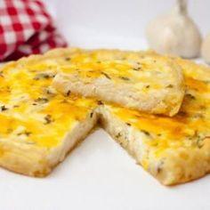 Сырный пирог с чесноком