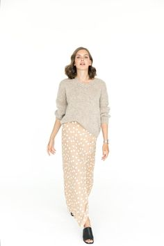 Some sweaters were created to look luxurious and eye-catching. Here is a perfect example of how simplicity can coexist with luxury and style and be a Knitwear Fashion, Knit Fashion, Sweater Fashion, Mohair Sweater, Beige Sweater, Trendy Outfits, Fashion Outfits, Fashion Trends, Nice Outfits
