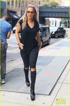 Rita Ora Gets Tattoo Removal Treatments in NYC: Photo #3736377. Rita Ora looks lovely in a black lace dress while leaving a building on Wednesday (August 17) in New York City.    The 25-year-old singer hit the gym for an intense…