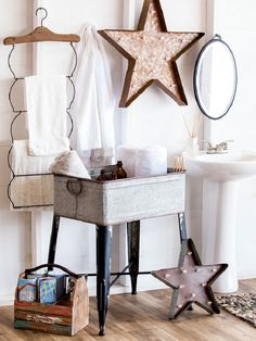 how to decorate mud room Discover hundreds of home decor items at prices off retail! At zulily you'll find something special for every room in your home! Country Decor, Rustic Decor, Farmhouse Decor, Shabby, My New Room, Home Decor Items, Home Projects, Sweet Home, New Homes