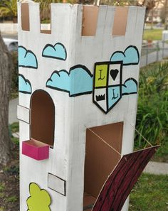 Help your little builder move up in the world with this recycled cardboard castle that's just the right size for a young king and his loyal stuffed subjects.