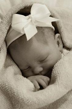 allthingsgirlyandbeautiful:  Sweet newborn
