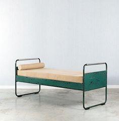 """Jean PROUVE (1901-1984) Lit mod. 17 puis 101 dit """"Fabert"""" - 1935 Structure en tôle, tube d'acier et duralumin laqués vert"""