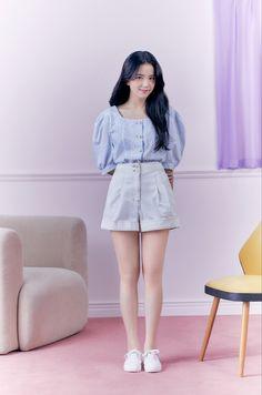 Blackpink Fashion, Korean Fashion, Fashion Outfits, Kpop Outfits, Casual Outfits, Cute Outfits, Blackpink Photos, Girl Photos, Kim Jisoo Blackpink