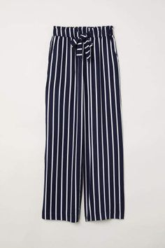 b477730f230fe 9 meilleures images du tableau Pantalon rayé en 2019   Fashion ...