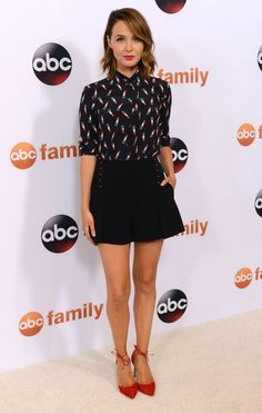 Camilla Luddington in Saint Laurent lipstick print blouse and Derek Lam shorts - Disney ABC Television Group's 2015 Summer TCA Press Tour Photocall Camilla Luddington, Diva Fashion, Vogue Fashion, Fashion Looks, William Kate, Grey's Anatomy, Brown Hair With Blonde Highlights, Classy And Fabulous, Daily Look