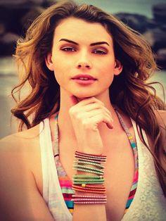 Bracciali in caucciù colorato con strass by Rosè Bijoux. Caucciù bracelet with rhinestones by Rosè Bijoux. www.gioiellicomponibili.it #accessory#cool#summer#wrist#bracelet#shiny#trendy#rosèbijoux#