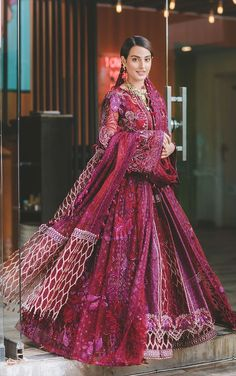 Pakistani Formal Dresses, Pakistani Girl, Pakistani Bridal Dresses, Pakistani Outfits, Indian Outfits, Pakistani Clothing, Pakistani Dramas, Bridal Lehenga, Indian Clothes